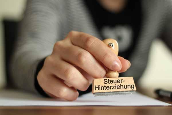 http://www.wkdis.de/aktuelles/images/aktuelles-steuer_hinterziehung.jpg